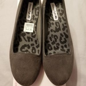 American Eagle suede shoes. NWT